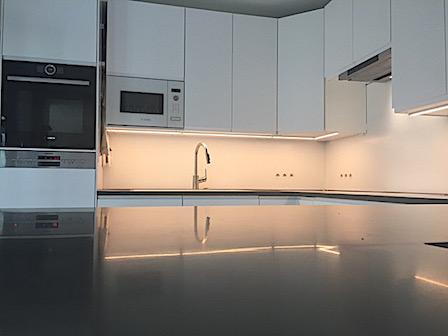 Moderne Küche, Material Avonite® Polaris 12 mm